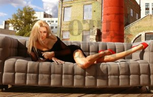 Leititia escort girl