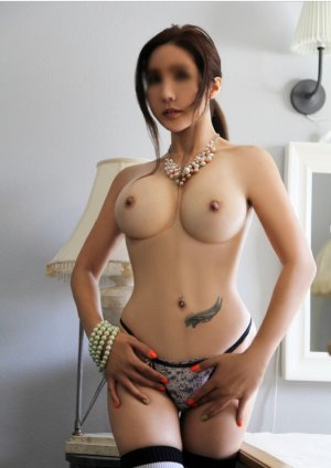 Isaure escort in Hood River OR & tantra massage