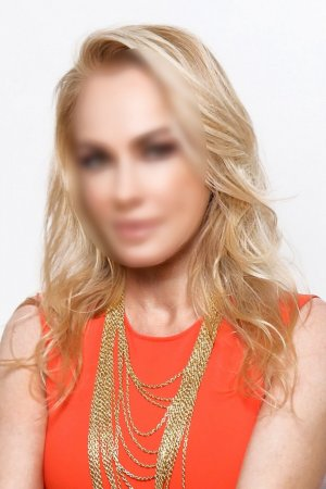 Chyrine vip live escort, erotic massage