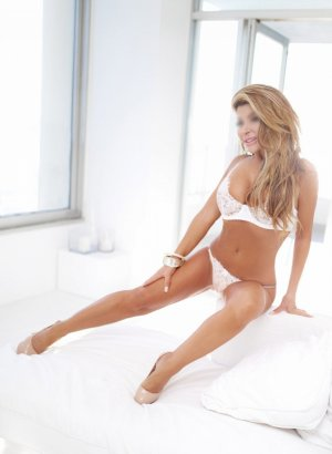 Davyna live escort in Carpinteria California