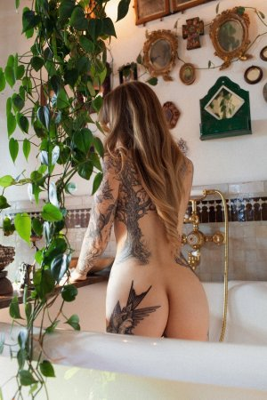 Amelina vip escort girl and massage parlor